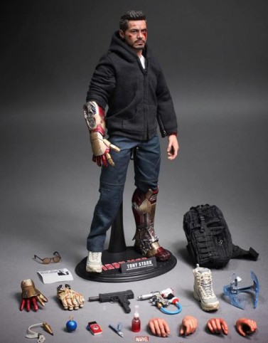 Iron-Man-3-Hot-Toys-Tony-Stark-the-Mechanic-Accessories-Contents-e1375109143846