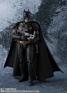 Dark-Knight-SH-Figuarts-Batman-005