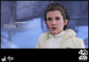 Hot-Toys-ESB-Princess-Leia-001