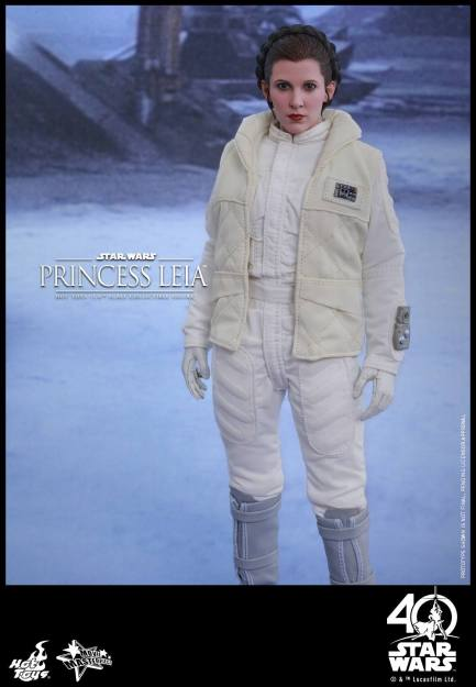 Hot-Toys-ESB-Princess-Leia-002