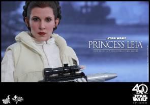 Hot-Toys-ESB-Princess-Leia-003