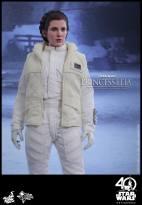 Hot-Toys-ESB-Princess-Leia-006