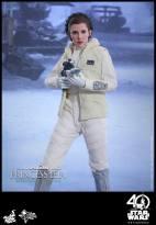 Hot-Toys-ESB-Princess-Leia-007