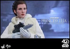 Hot-Toys-ESB-Princess-Leia-010