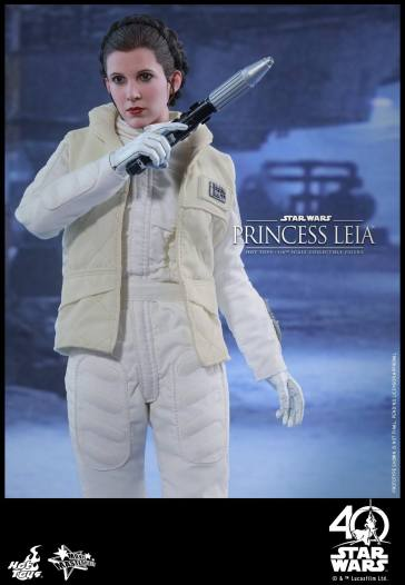 Hot-Toys-ESB-Princess-Leia-011