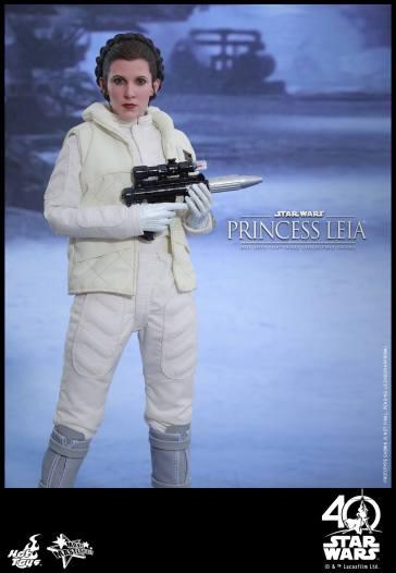 Hot-Toys-ESB-Princess-Leia-012