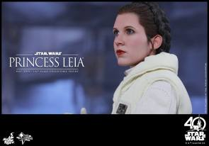 Hot-Toys-ESB-Princess-Leia-017