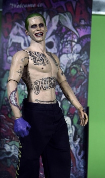 Hot Toys Joker Purple Coat (13)