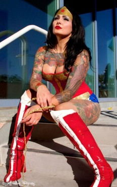 wonder-woman-sexy-cosplay-rinkya-japan-5-e1432137509318