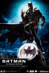 dc-comics-batman-one-third-scale-statue-iron-studios-903039-01