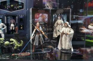 SDCC-2017-Hasbro-Star-Wars-Luke-and-Rey-001