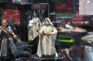 SDCC-2017-Hasbro-Star-Wars-Luke-and-Rey-002