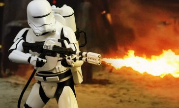 star-wars-first-order-flametrooper-sixth-scale-hot-toys-feature-902575-740x448