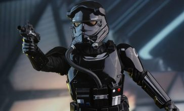 star-wars-first-order-tie-pilot-sixth-scale-hot-toys-feature-902555-740x448