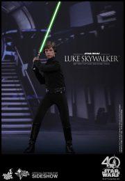 star-wars-luke-skywalker-sixth-scale-hot-toys-903109-01