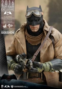 dc-comics-bvs-knightmare-batman-sixth-scale-hot-toys-902770-09