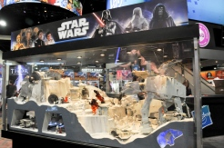 hasbro-star-wars-diorama-san-diego-comic-con-2010-at-at-wompa