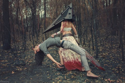 pyramid-head-cosplay-1