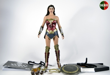 Hot Toys Wonder Woman BVS (00)